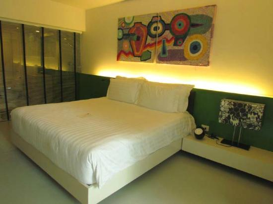 B-Lay Tong Phuket: pool front deluxe room
