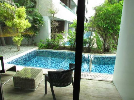 B-Lay Tong Phuket: pool front deluxe room view