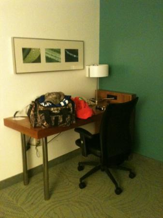 SpringHill Suites Washington: desk in room