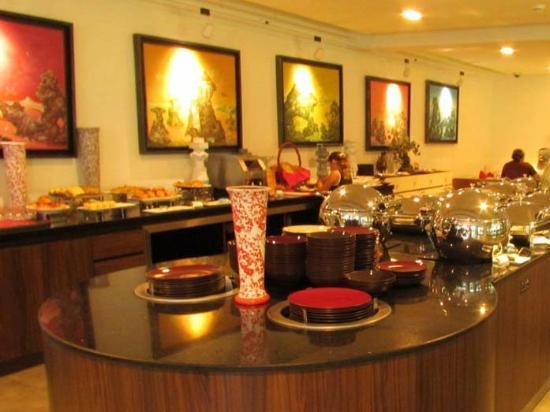 B-Lay Tong Phuket: breakfast corner