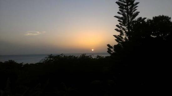 Miles Away Villa Resort & Spa : Sunset at Pool Miles Away