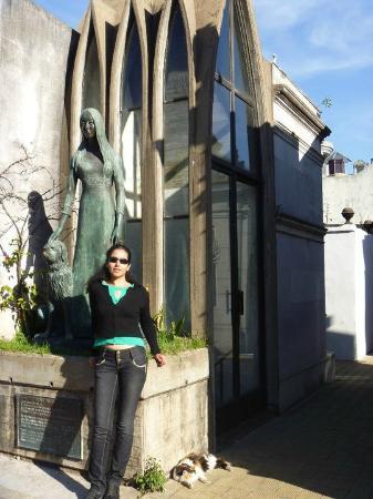 Cemitério da Recoleta: Liliana Crociati de Szaszak era hija de Marpia Balduino y José Crociati un conocido ppoeta itali