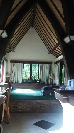 Hotel Vila Lumbung: Daybed in the room