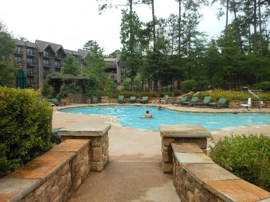 The Lodge and Spa at Callaway Gardens: Pool area w/lodge view