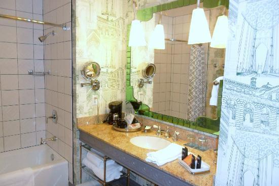 Hotel Monaco Portland - A Kimpton Hotel: Bathroom