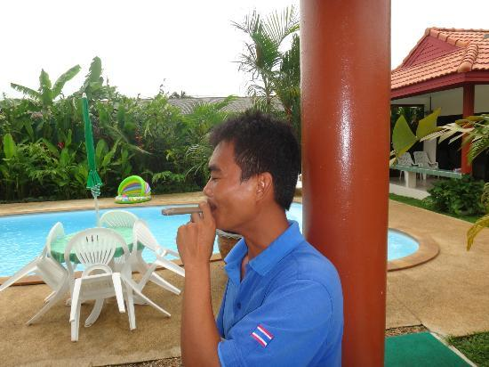 Sansuko Ville Bungalow Resort: Eddie, Mr 'No Problem'