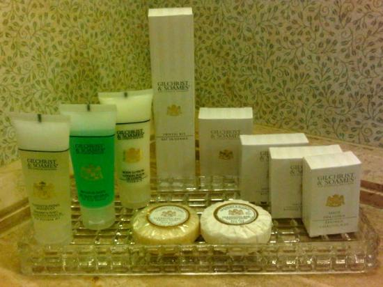 The Sutton Place Hotel Edmonton: Great selection of toiletries