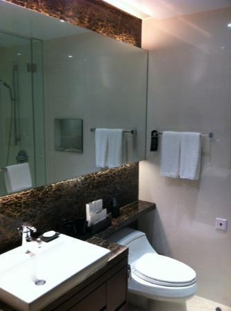 Oakwood Premier Guangzhou: bathroom
