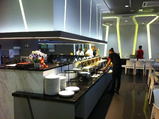 Marvelux Hotel: Cafe (breakfast)
