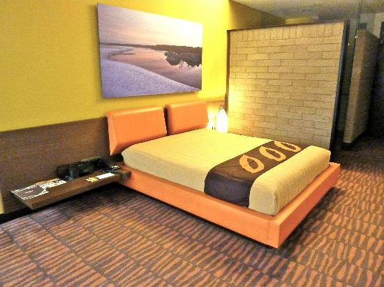 Diez Hotel Categoria Colombia: Rooms feature nature photos of Colombia, exposed stone walls.