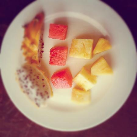 Diez Hotel Categoria Colombia: Buffet breakfast is included with room; features many tropical fruits