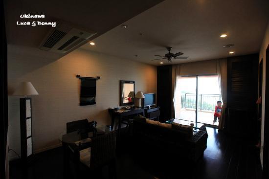 Kafuu Resort Fuchaku Condo Hotel: Living room