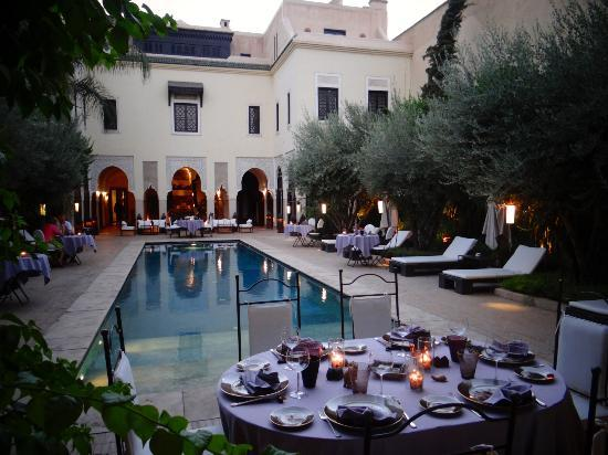 La Villa des Orangers - Hotel: Poolside dining