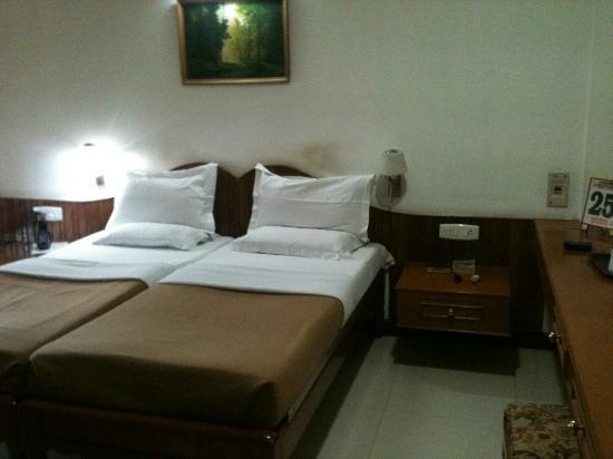 Sree Annapoorna Lodging: bed2