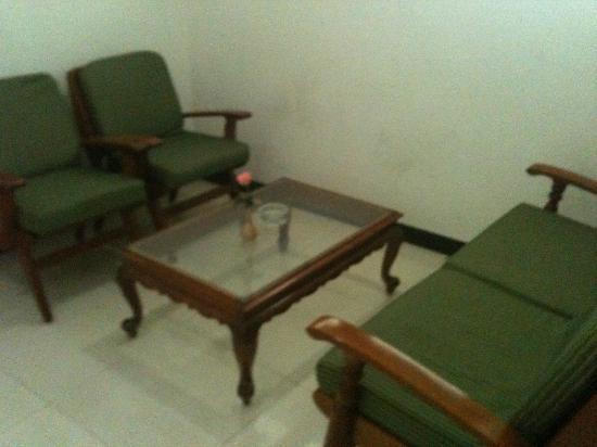 Sree Annapoorna Lodging: sofa1