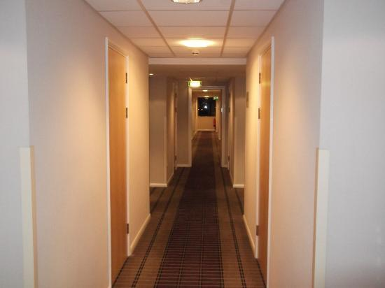 Holiday Inn Express Lincoln City Centre: Hotel corridor