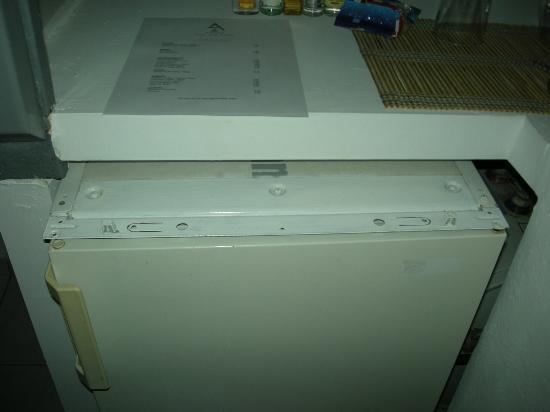 Athina Luxury Suites: El frigorífico