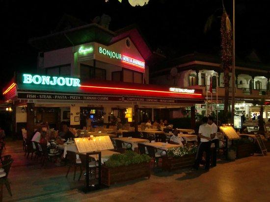 Hotel Bonjour: ready fro dinner