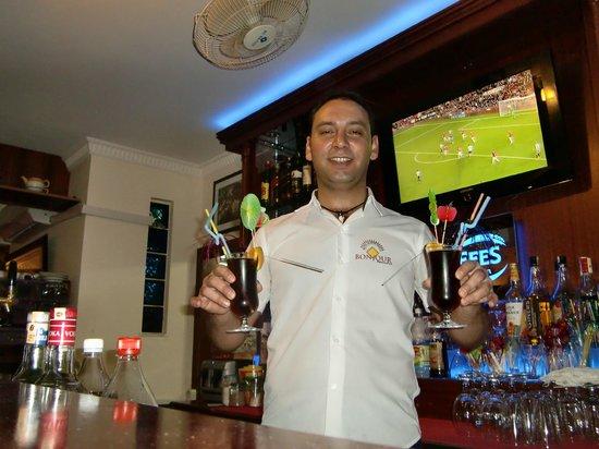 Hotel Bonjour: friendly bar staff