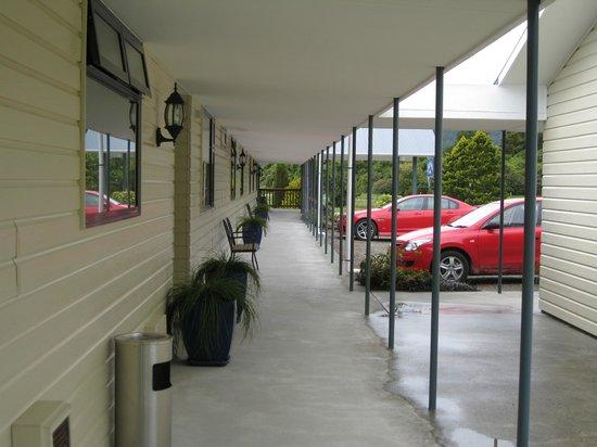 High Peaks Hotel: Hotel exterior