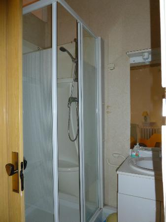 Hancy  Guesthouse: shower