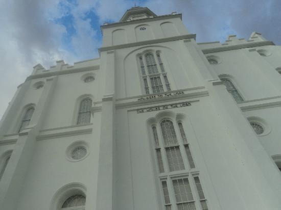St. George Temple : L'imponente facciata del Tempio