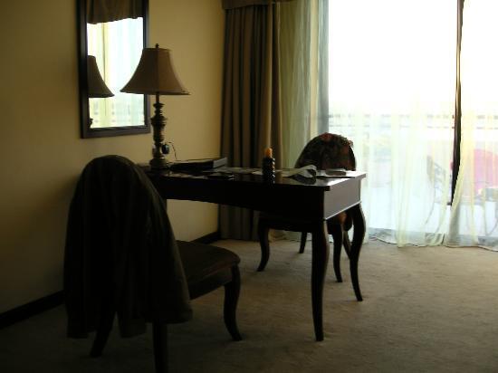 Excelsior Grand Hotel: Desk