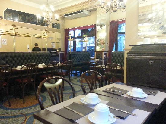Hotel Carlton's: dining