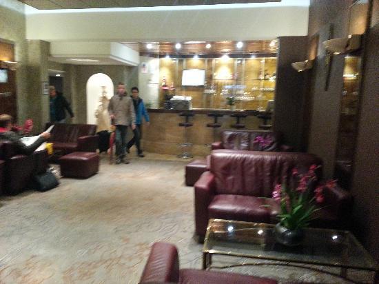 Hotel Carlton's: loby