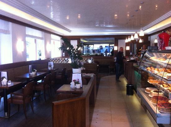 Bar haiti apres ski 21 tripadvisor for Bar 35 food drinks milano