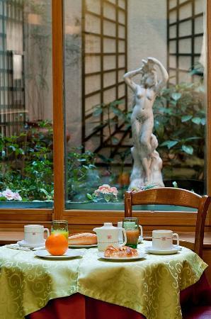 Hotel Harvey: Salle de petits déjeuners donnant sur une cour intérieure