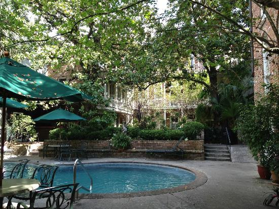 Place d'Armes Hotel: Pool in Courtyard