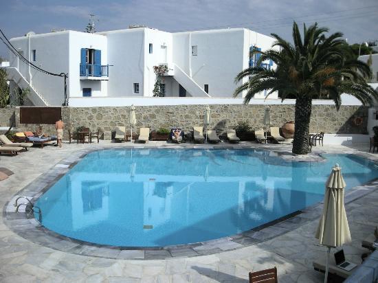 Poseidon Hotel - Suites: La piscina