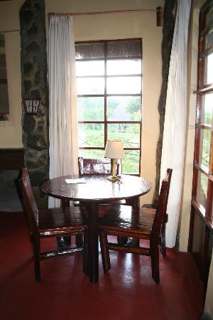 Maralal - Ngari Hill Guesthouse: Tafel in kamer