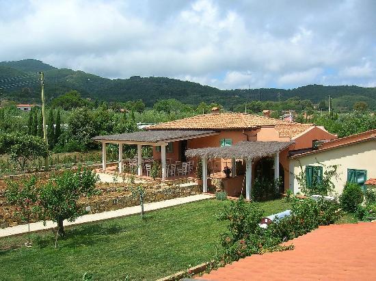 Agriturismo Montefabbrello : Il Ristorante visto dal portico