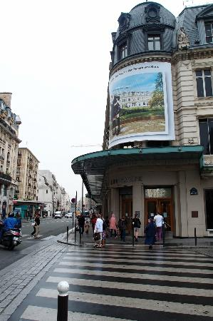 Le Bon Marché Rive Gauche: walking towards Le Bon Marche