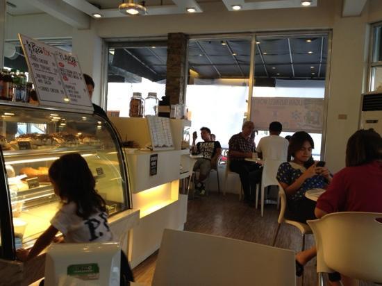 Aruma Coffee Lounge: Clean & inviting Aruma Cafe