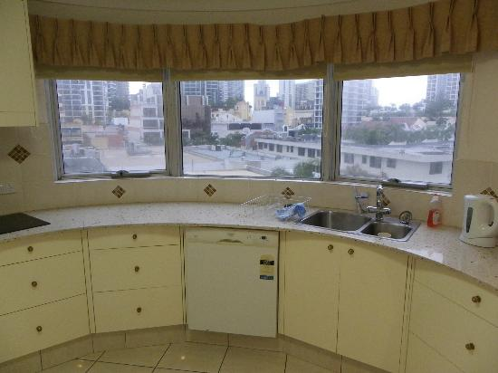Zenith Apartments: Kitchen