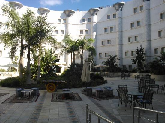 Radisson Blu Hotel, Alexandria: yard