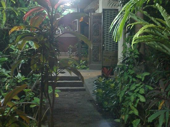 Sanur Beach Villas: Entrance 