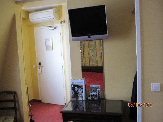 Quality Hotel Abaca Messidor Paris: Entrance