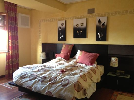 Hotel Montermoso: bedroom, the next morning!