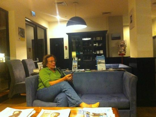 The Port Hotel Tel-Aviv: recepcion