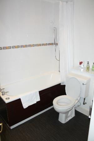 Edinburgh Central Guest House: Bathroom
