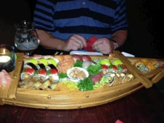 Zaowang: sushi boat for two