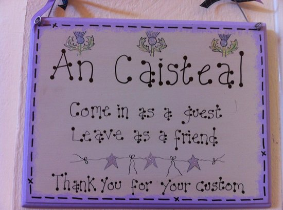 An Caisteal Bar & Cafe: Come in as a guest, leave as a friend