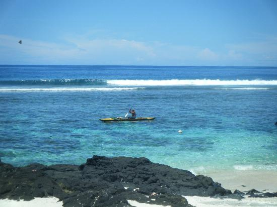 Sa'Moana Resort: Kayaking out the front