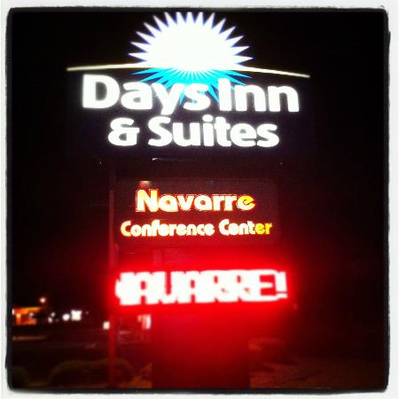 Days Inn & Suites Navarre Conference Center: The way in.