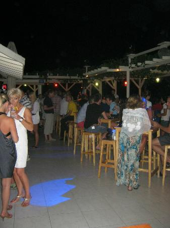 Buzz Grill & Seafood: Roof terrace