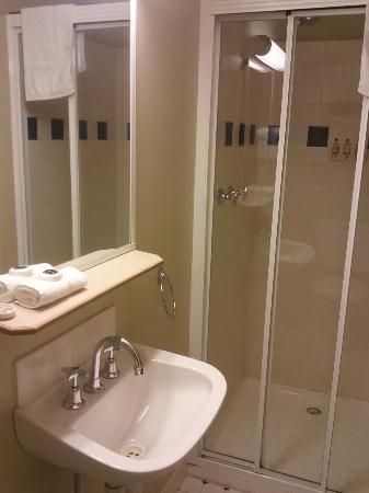 River Inn Resort: Bathroom